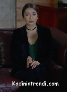 Kara sevda 47 bölüm Nihan yeşil bluz ve siyah kadife ceket kombini
