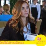 Poyraz karayel dizi kıyafetleri Ayşegül'ün giydiği bordo kabanın markası Network'tur.