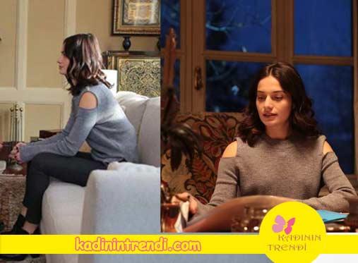 Beril'in giydiği omuz dekolteli gri triko markası Twist.