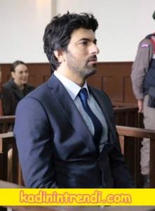 Ölene kadar 1 bölüm dizi kıyafetleri Engin Akyürekin dizide mahkemede giydiği takım elbise