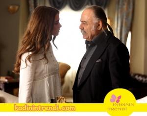 Kadının Trendi Bengü soral – Melek'in giydiği Beyaz Bluz Boyner marka?
