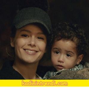Hülyanın-taktığı-şapka-Di-Fashion-Branding-markadır.