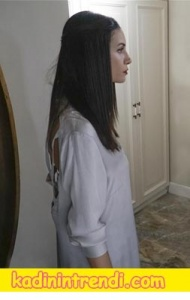 Paramparça Cananın sırt dekolteli beyaz bluzu