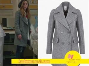 Poyraz Karayel son bölümde Ayşegülün giydiği gri kabanın markası Twist.