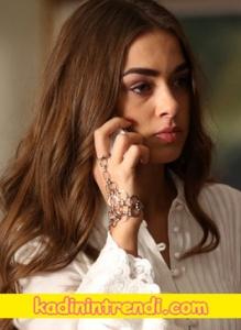 Kadının Trendi İçerde Melek'in Şahmeran bileziği Bendis Takı'dan