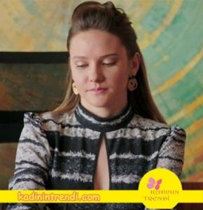 Alina-Boz-Elbise-ve-dönence-küpeler-çok-beğenildi-Elbise-markası
