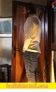 Cesur-ve-Güzel-12-bölüm-dizi-kıyafetleri-Cesurun gri jean pantolonu
