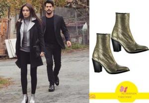 Kara sevda 54 Bölüm Dizi Kıyafetleri Nihan siyah ceket ve pantolon altına giydiği gümüş rengi çizmeler Elle Shoes marka.