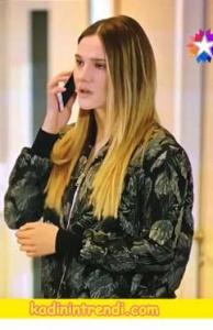 ParamParça-89-Bölüm kıyafetleri Hazalın giydiği siyah desenli bomber ceket Lepeplos markadır.