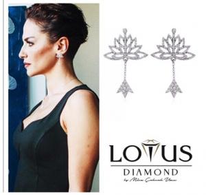 Paramparça-Selma-taktığı-lotus-çiçeği-küpelerin-markası-Lotus-Diamond