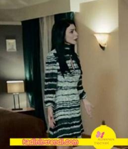 İçimdeki Fırtına dizi kıyafetleri - Ezgi yaka dekolteli elbise markası Sema Gurişik
