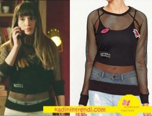 Adı Efsane Melis karakterinin giymiş olduğu tshirt markası Koton
