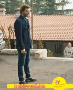 Gömlek Kığılı'dan, Pantolon Mavi'den ayakkabı FLO Ayakkabıdan. Ceketi Bradroom'dan.