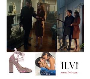Kara Sevda 60 Bölüm dizi kıyafetleri Nihan çiçekli topuklu ayakkabı markası İlvi ayakkabının modeli Rosabella