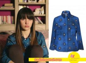 Melis'in mavi yıldız desenli gömleği H6 By Hazal Ozman marka.