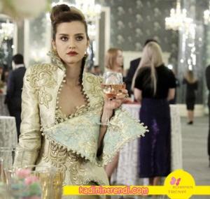 No-309-36-Bölüm-Dizi-Kıyafetleri-Pelinsunun-sarı-elbisesi-fouad-sarkis-marka