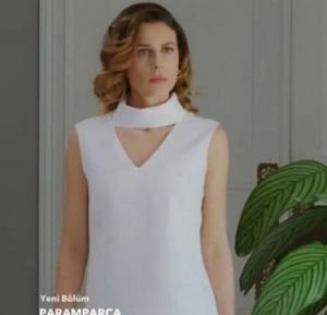Paramparça Dilara karakterinin giydiği beyaz yakası şeritli Wolf bluz R-Cut İstanbul