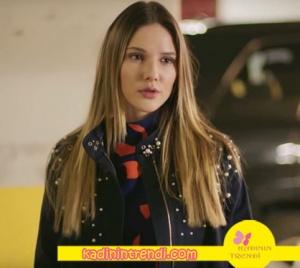 Paramparça dizisi kıyafetlerinden Alina Boz gömlek ve trençkot Trendyol Milla