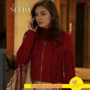 Kara Sevda 58. bölümde Nihan'ın giydiği kırmızı püsküllü ceket Ceren Ocak Markadır.