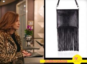 paramparça-Asumanın Leopar Kürkü ile kombine ettiği siyah püsküllü-çantası-Black-Ribbon-markadır