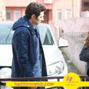 Aşk ve Gururu dizisinde Kenan'ınkarakterinin giydiği Lacivert kabanı Network marka.