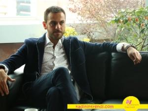 Bir deli sevda sponsorları Mehmet karakterinin siyah ceketi ve beyaz gömleği hangi marka?