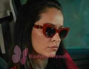 Cesur Ve Güzel Cahide kırmızı çerçeveli güneş gözlüğü hangi marka