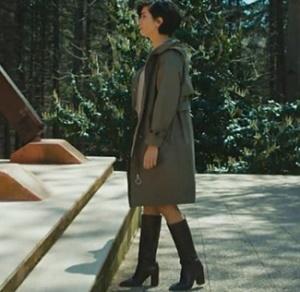 Cesur-ve-Güzel-23-bölüm-dizi-kıyafetleri-Sühan-haki-elbise ile giydiği çizmeleri İnci Deriden