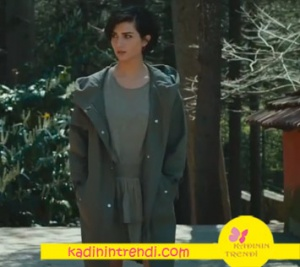 Cesur-ve-Güzel-23-bölüm-dizi-kıyafetleri-Sühan haki elbise ve haki trençkot markası araştırılıyor