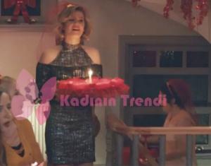 51. bölüm kına gecesinde Hülya'nın giydiği siyah elbise Trendyol.