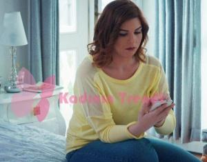 Hayat Şarkısı Zeynep kıyafetleri zeynep kolları transparan sarı bluz batik