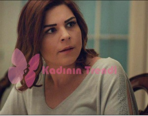 Hayat şarkısı 47. bölümünde, Zeynep'in giydiği gri kolları işlemeli bluz markası Batik'tir.