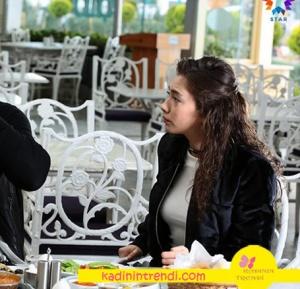 Nihan'ın kahvaltı yaparken giydiği siyah bomber ceketi