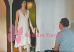 Cesur ve GÜzel 26. bölümde Sühan karakterini canlandıran Tuba Büyüküstün beyaz elbise Tuba Ergin markadır.
