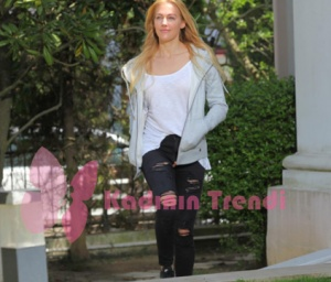Eşkiya Dünyay Hükümdar Olmaz Suzi kombini yırtık siyah kot pantolon Batik beyaz tişört Busem sweat shirt Calvin Klein markalarıdır