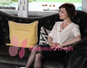 Eşkiya Dünyaya Hükümdar Olmaz 65. Bölüm Sanem Çelik Beyaz Bluz markası Stefanel
