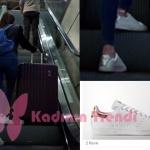 Fi 7. bölümde hava alanında Serenay Sarıkaya'nın giydiği beyaz STAN SMITH spor ayakkabı Adidas Marka