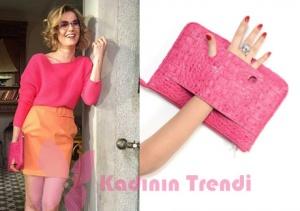Hayat Şarkısı Hülya pembe triko turuncu etek kombininde kullandığı pembe çanta Pinki Lola Design Marka