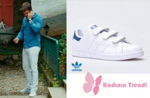 Cesur ve Güzel dizisinde Kıvanç Tatlıtuğ beyaz cırtlı spor ayakkabı Adidas Stan Smith marka