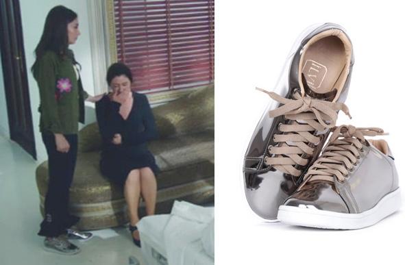 KAra Sevda Nihan haki çiçekli gömlek ve siyah pantolon ile kombinlediği parlak ayakkabının markası İLVİ
