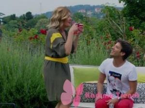 Ateş böceği 1. bölümde Handan'ın giydiği haki sarı elbise markası Ayşen Armağan
