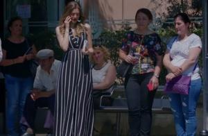Dolunay 3. bölümde Fatoş Engin ile buluşurken giydiği siyah beyaz çizgili elbise