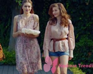 Dolunay Fatoş barbekü partisinde giydiği çiçek desenli elbise ve Asuman pudra rengi gömlek