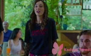 Dolunay dizisinin 7. bölümünde, Alya karakterinin giydiği tshirt Zara markadır.