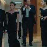 Kalp Atışı Bahar'ın düğünde giydiği kayık yaka siyah elbise ADL