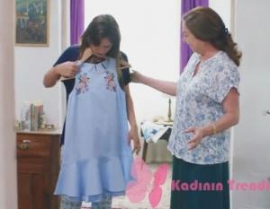 n Ateş Böceği dizisinin 2. bölümünde Aslı'nın giymiş olduğu mavi nakışlı elbise markası Stradivarus