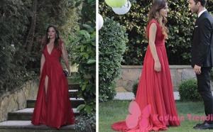 Ateş Böceği 4. bölümde Aslı karakterinin giydiği kırmızı yandan yırtmaçlı elbisenin markası Zuleyha Kuru