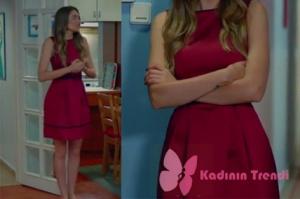 Dolunay 11.Bölüm Fatoş'un Engin'le evde yemek yerken giydiği Bordo Elbise