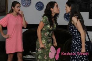 Rüya 4. bölüm Yıldız kelebek desenli lacivert elbise Gülendam yeşil elbise Ceren pembe elbise