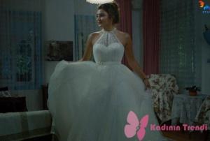 Siyah İnci dizi kıyafetleriHazal karakterinin gelinlik Akay Bridal markadır.